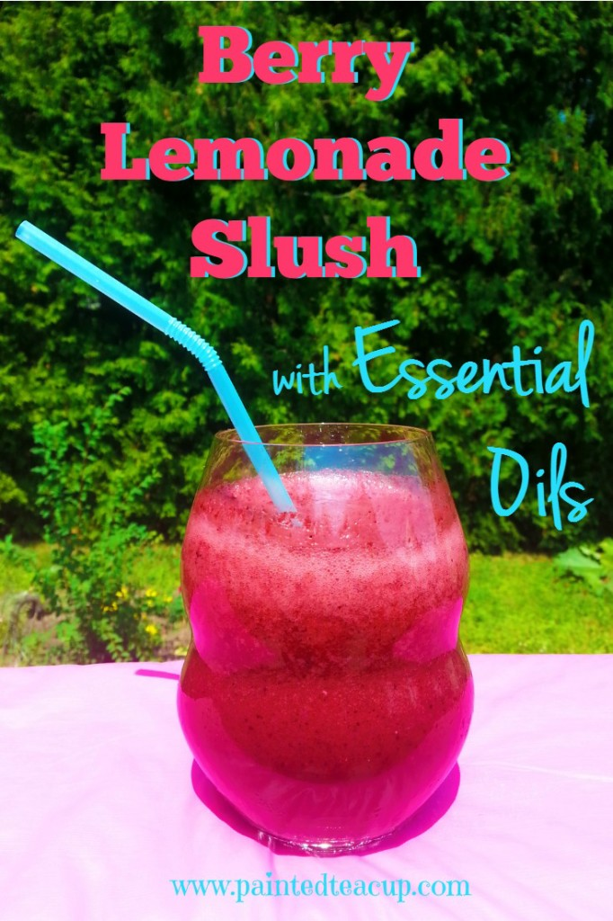 Delicious Easy 4 Ingredient Berry Lemonade Slush Made with Essential Oils. Healthy summer drink with less than ¼ the amount of sugar vs store bought beverages. www.paintedteacup.com
