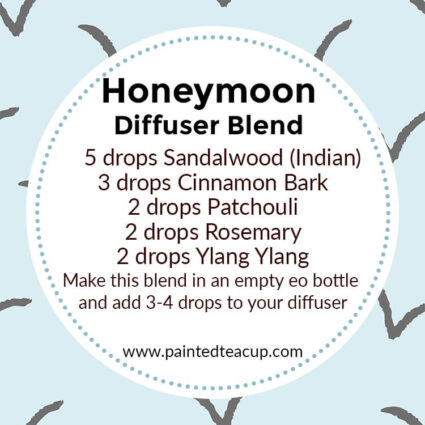 Amazing sandalwood diffuser blends to help you relax, comfort you, brighten your mood and purify the air in your home! Must try recipes when entertaining! #essentialoils #diffuserblend #sandalwoodessentialoil #sandalwood